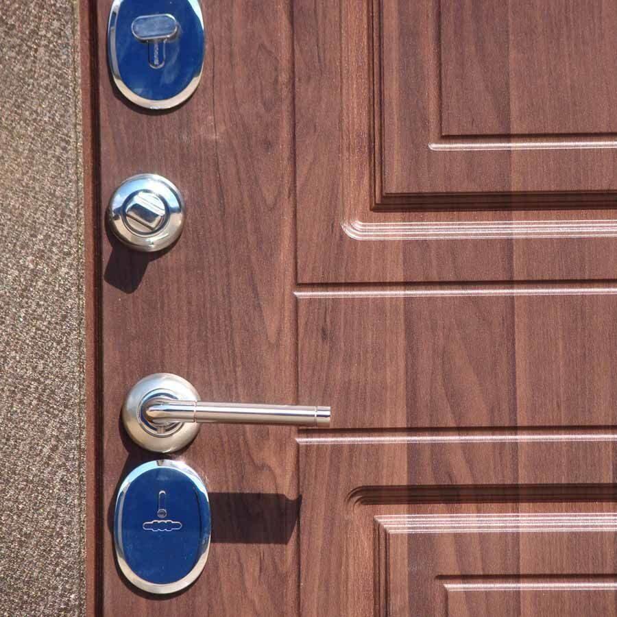 входная металлическая дверь с покрытием
